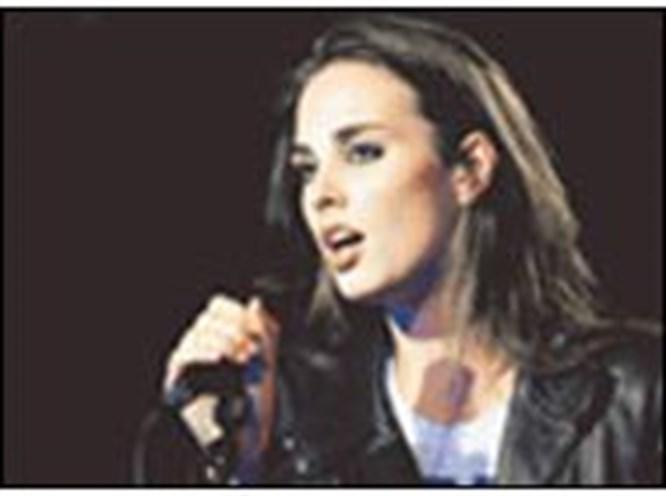 Paul Auster'ın kızı sahnede parlıyor